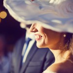 Novia y con sombrero