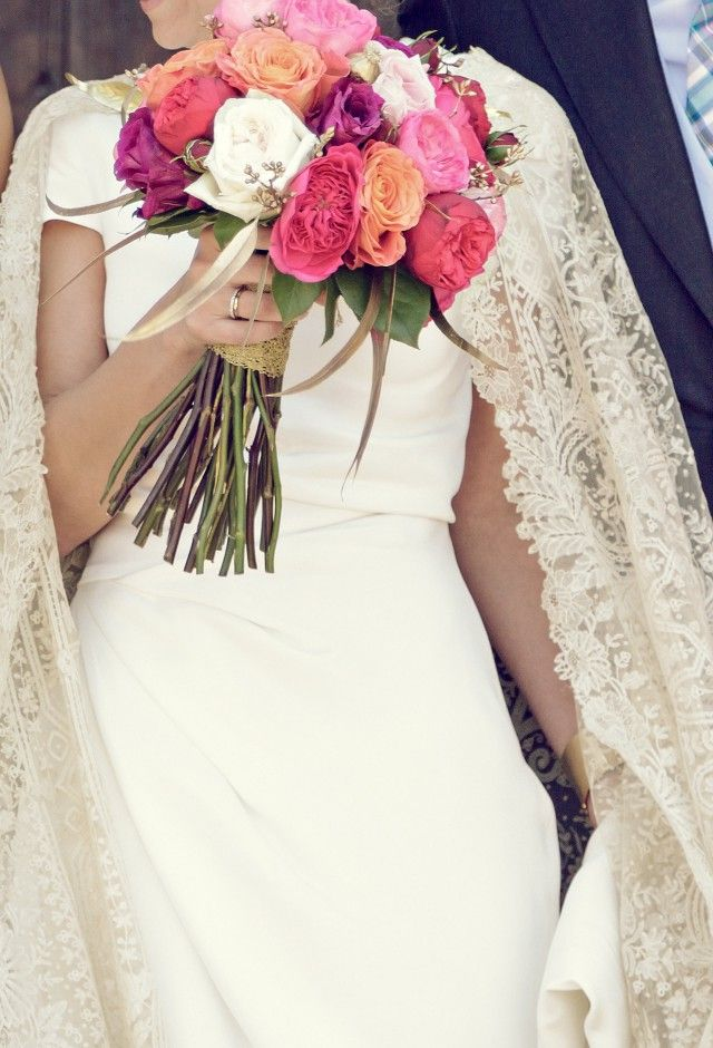 Vestido de novia con capa