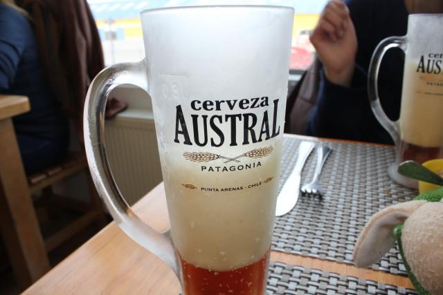 Cerveza local de Punta Arenas / Parada en Punta Arenas antes de ir a Torres del Paine de Luna de Miel